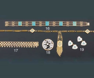 A turquoise necklace and brace
