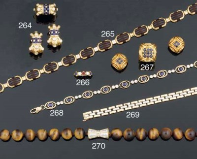 A suite of tiger's eye jewelle