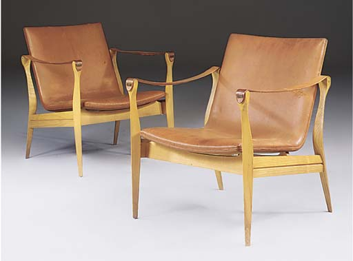 A PAIR OF ASH '4305' LOUNGE CH