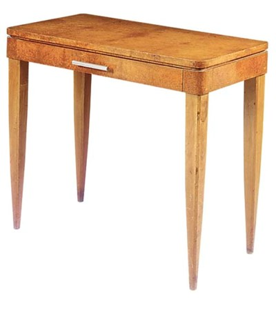 AN ART DECO AMBOYNA SIDE TABLE