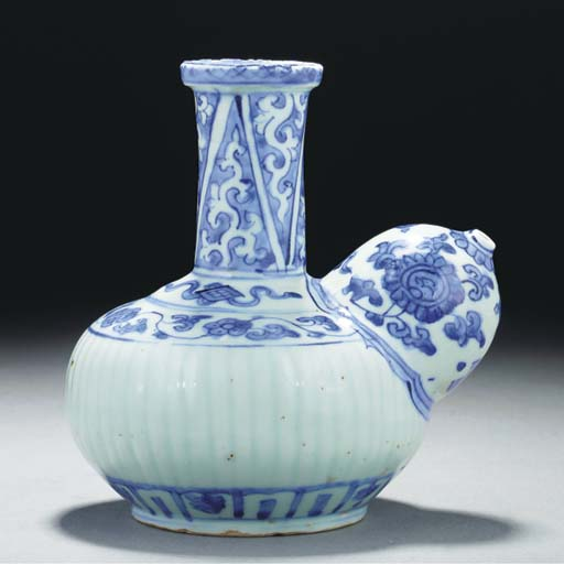 A blue and white kendi, 17th c