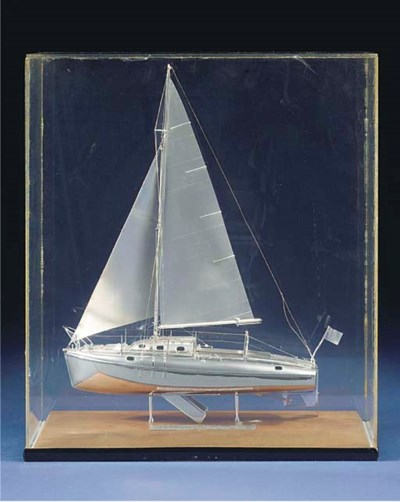 A WHITE METAL MODEL OF THE 26'