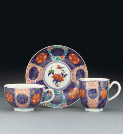 A Worcester Imari pattern trio
