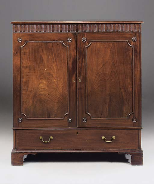 AN EARLY GEORGE III MAHOGANY L