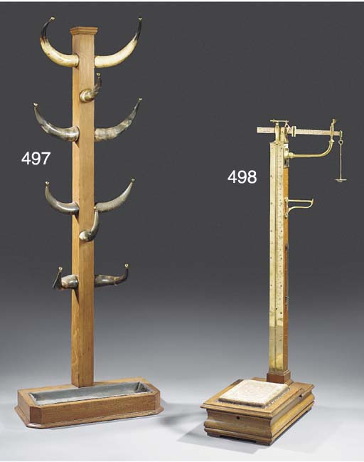 A SET OF EDWARDIAN OAK AND BRASS FLOOR STANDING WEIGHING SCALES