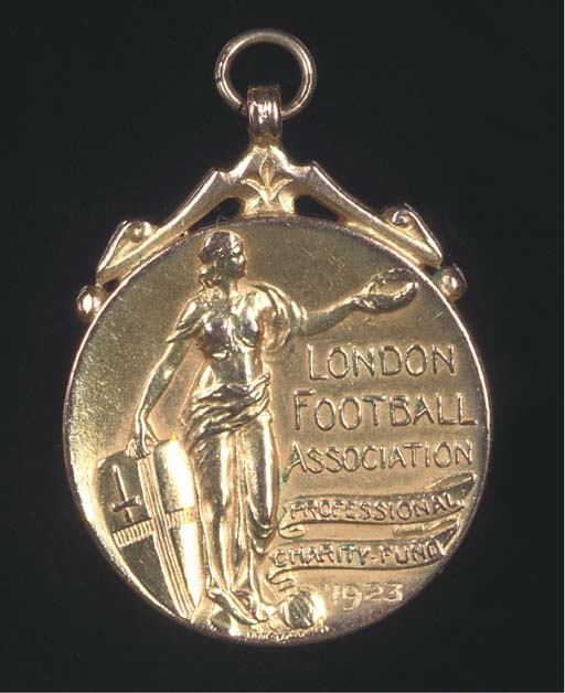 A 9CT GOLD LONDON FOOTBALL ASS