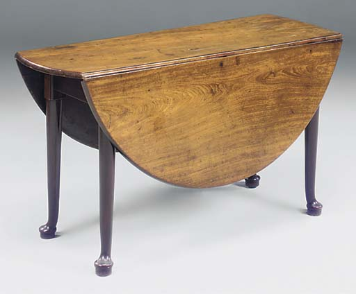 A MAHOGANY GATELEG TABLE
