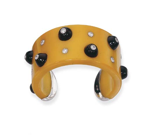 A YELLOW BAKELITE, ONYX AND DI