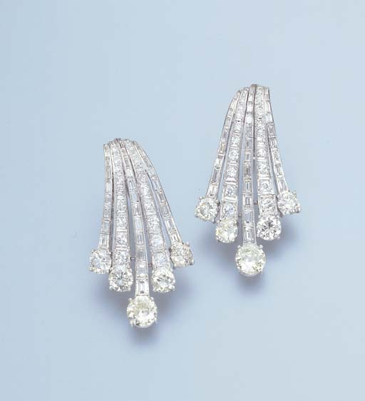 A PAIR OF DIAMOND SPRAY EARRINGS