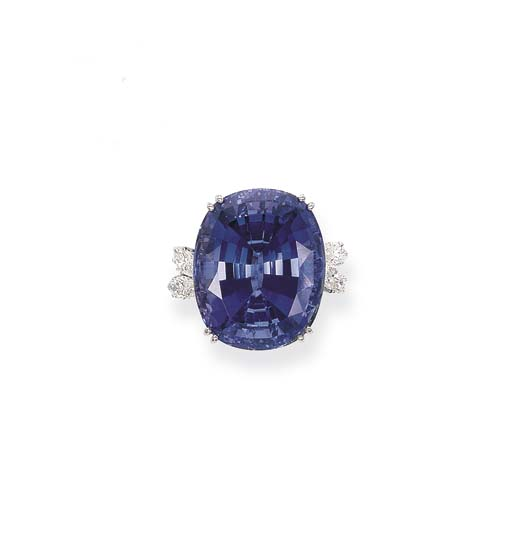 A TANZANITE SINGLE-STONE RING,