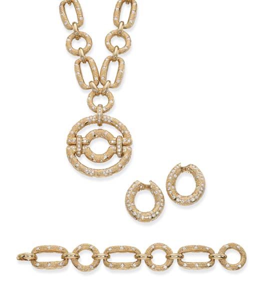 AN 18K GOLD AND DIAMOND SUITE,