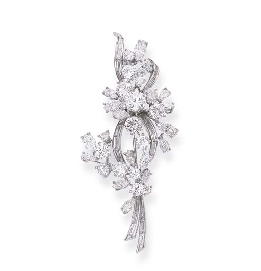 A DIAMOND FLORAL BROOCH, BY ME