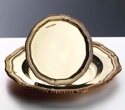 A SET OF 18K GOLD PLATES