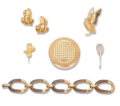 A GROUP OF GOLD JEWELLERY