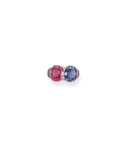 A PINK AND BLUE SAPPHIRE RING,