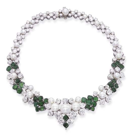 AN ELEGANT EMERALD, PEARL AND