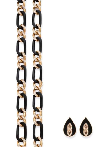 AN ONYX, GOLD AND DIAMOND NECK