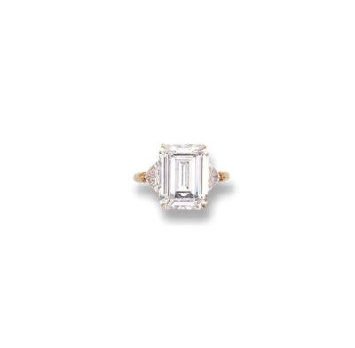 AN IMPORTANT DIAMOND RING, BY