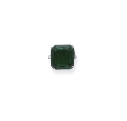 AN EMERALD RING, BY CARTIER