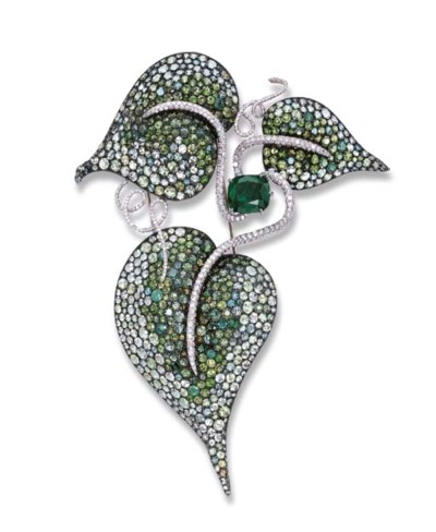 A STUNNING EMERALD AND GEM-SET