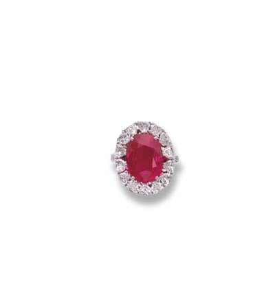 A FINE RUBY AND DIAMOND RING