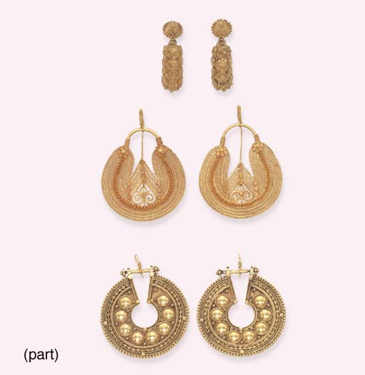 A GROUP OF ANTIQUE GOLD EARRIN