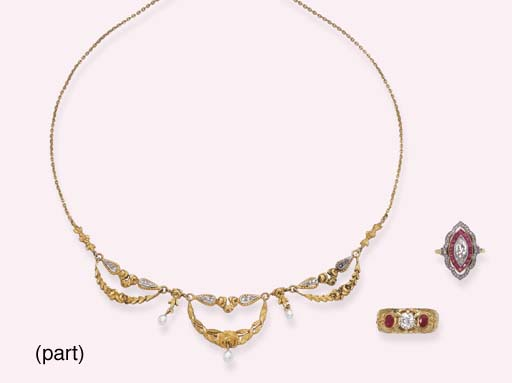A GROUP OF ANTIQUE GOLD AND GEM-SET RINGS AND AN ANTIQUE GOLD NECKLACE
