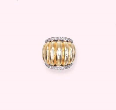 A DIAMOND AND GOLD RING, BY SU
