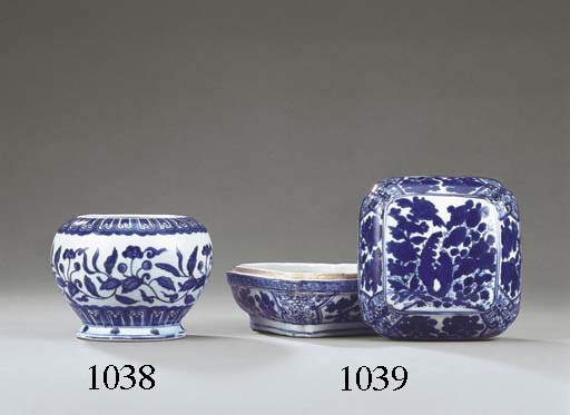 A RARE LATE MING BLUE AND WHIT