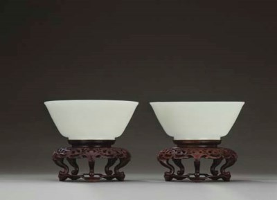 A FINE PAIR OF WHITE JADE BOWL