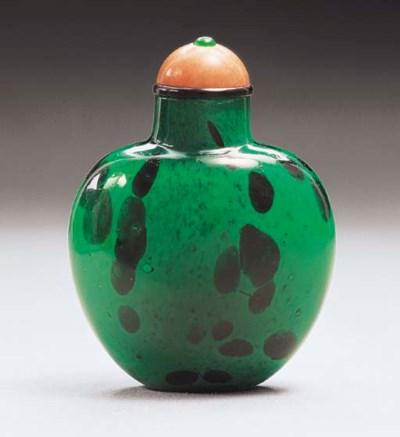 A MOTTLED SANDWICHED GREEN GLA