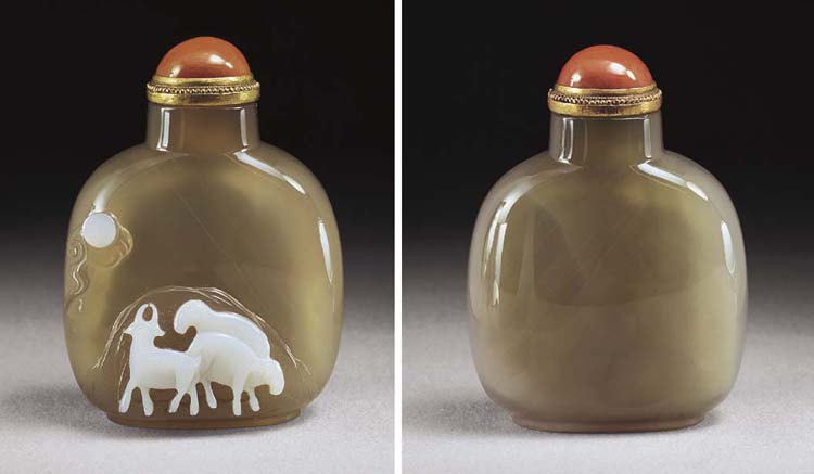 A FINE CARVED CHALCEDONY SNUFF