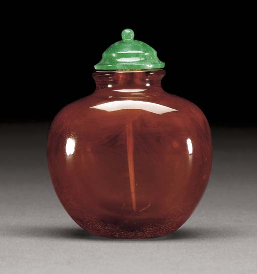 A VERY FINE AMBER SNUFF BOTTLE