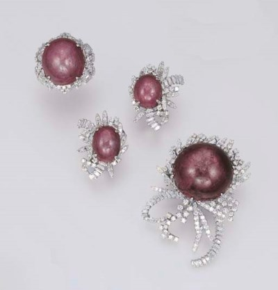 A SET OF PURPLE STAR SAPPHIRE