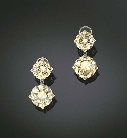 A PAIR OF DIAMOND EAR PENDANTS