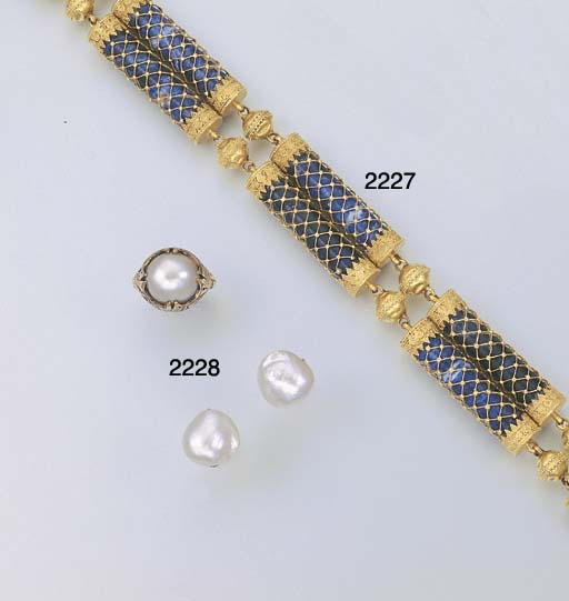 A GROUP OF BAROQUE CULTURED PEARL JEWELLERY