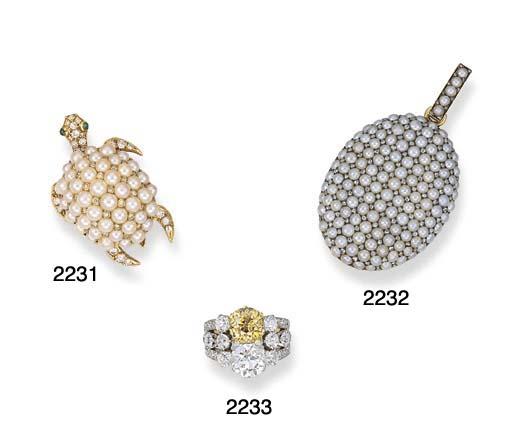 A CULTURED PEARL, DIAMOND AND EMERALD TURTLE CLIP BROOCH