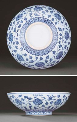 A FINE EARLY MING BLUE AND WHI