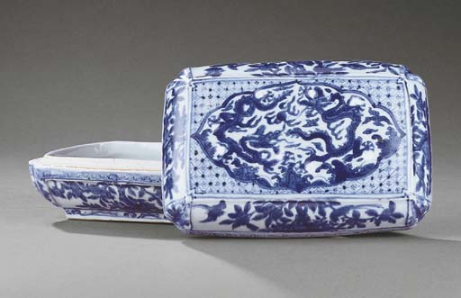 A LATE MING BLUE AND WHITE REC