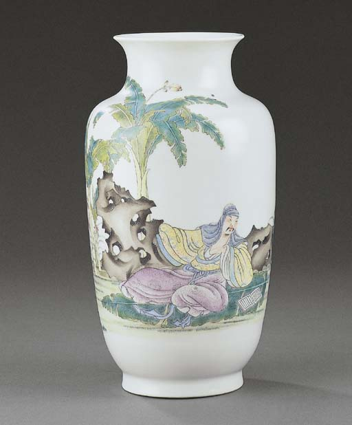AN UNUSUAL FAMILLE ROSE VASE