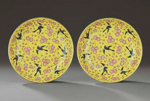 A PAIR OF FAMILLE ROSE YELLOW-