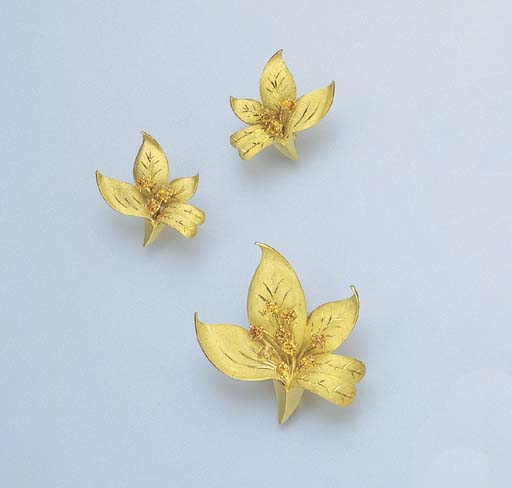 A SET OF 18K GOLD AND YELLOW S