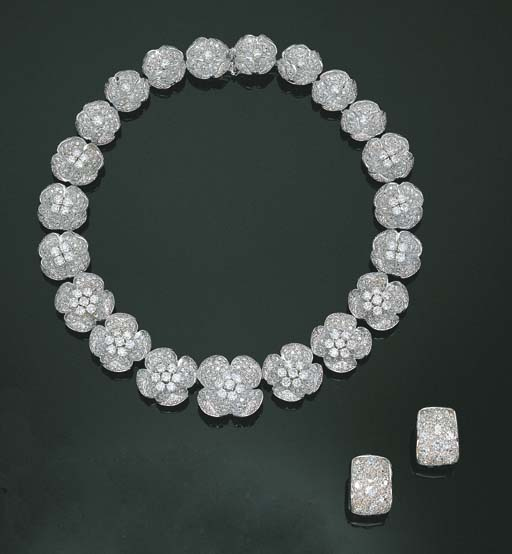 A DIAMOND CHOKER AND PAIR OF D