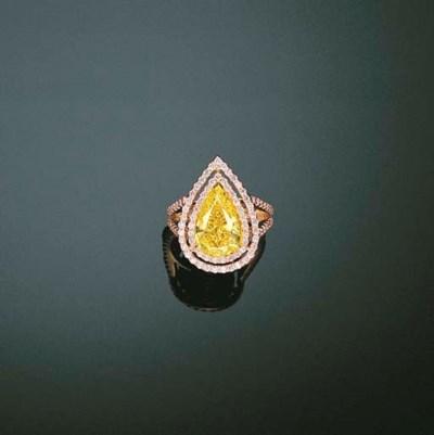 A FANCY VIVID YELLOW DIAMOND A