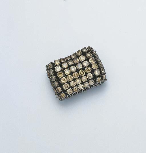 A LIGHT BROWN DIAMOND RING