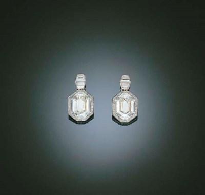 A UNIQUE PAIR OF DIAMOND EAR P