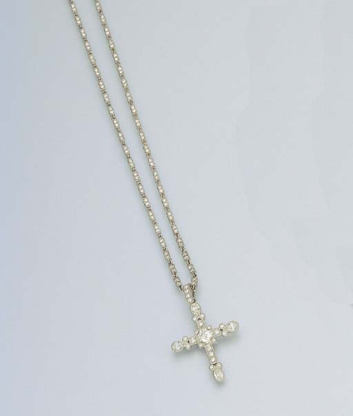 A DIAMOND CROSS PENDANT NECKLA