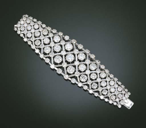 AN EXQUISITE DIAMOND BRACELET,