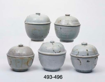 SIXTEEN SIMILAR POTS AND COVER