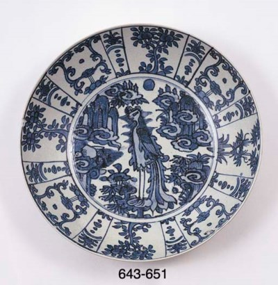 A LARGE UNDERGLAZE BLUE AND WH